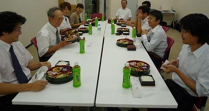中村セミナー懇親昼食風景.jpg